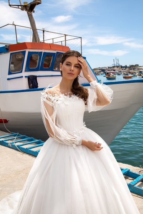 wedding dresses with puffed sleeves