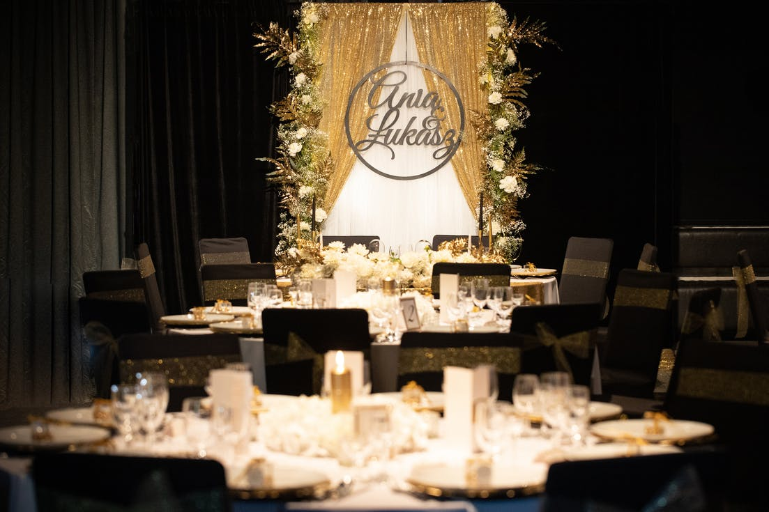Black and gold decoration of the wedding hall