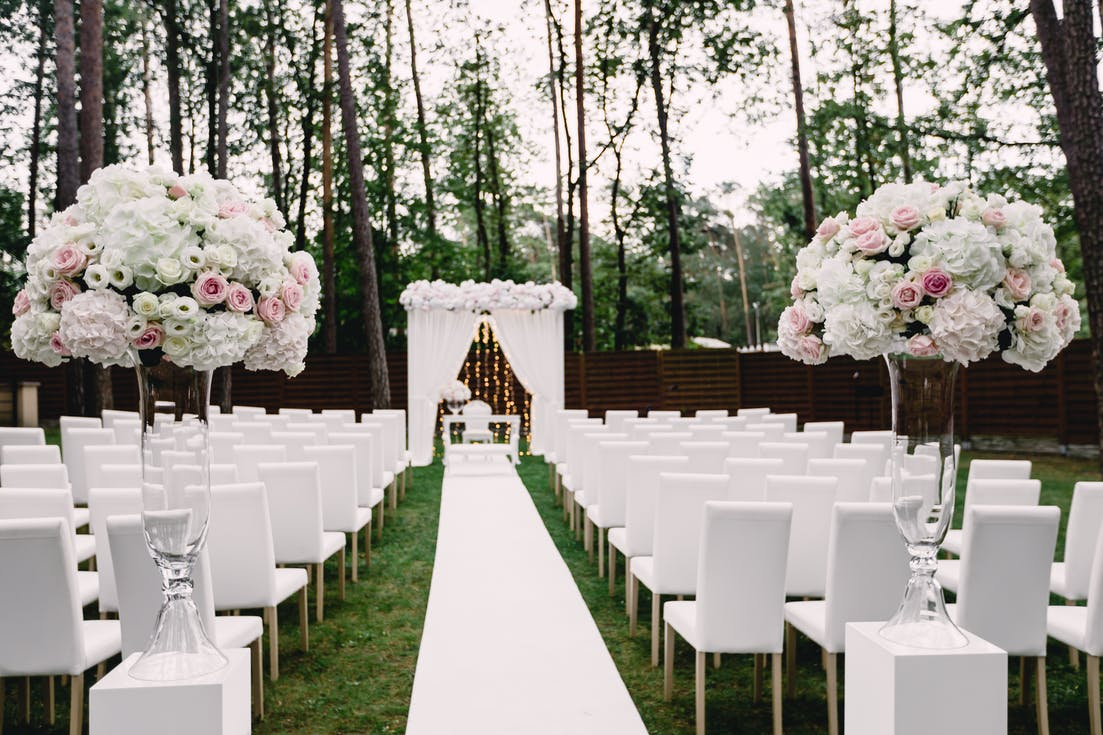 White decorations for an outdoor wedding