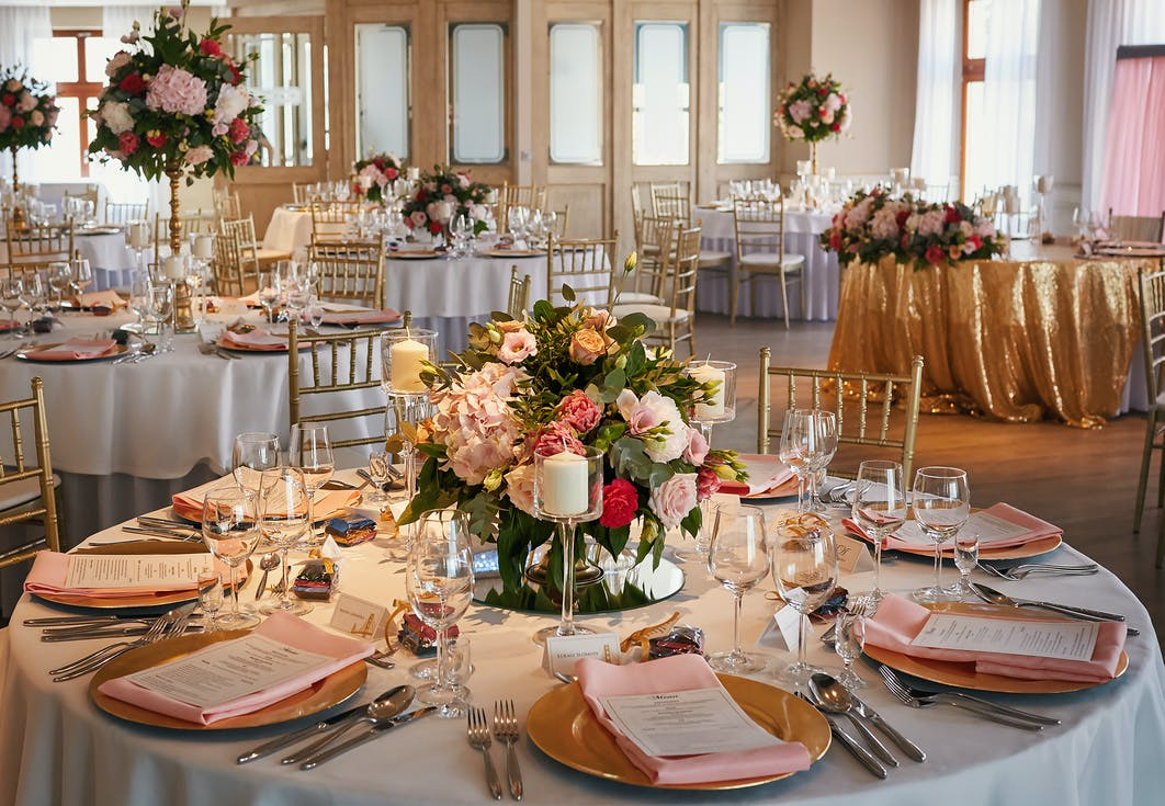 Wedding decorations for round tables